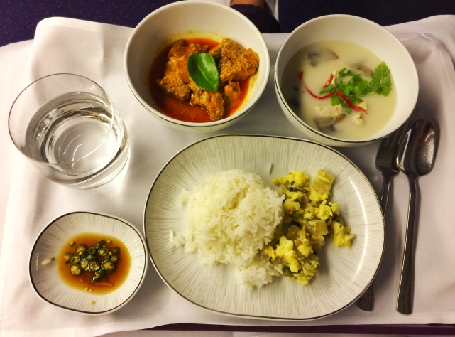 Thaiairways_thai meal(coconut shrimp soup and curry)